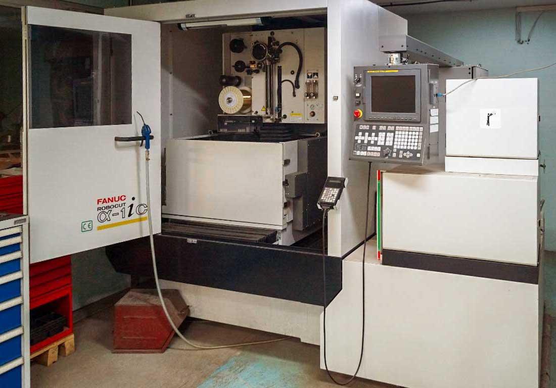 Machine a electroerosion a fil